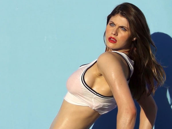 Alexandra Daddario sexiest pictures from her hottest photo shoots. (39)