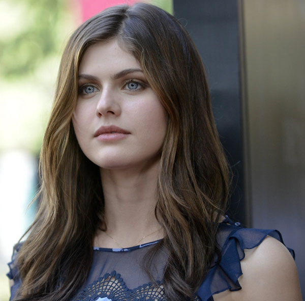 Alexandra Daddario sexiest pictures from her hottest photo shoots. (32)