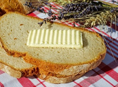 manteiga clarificada com pão