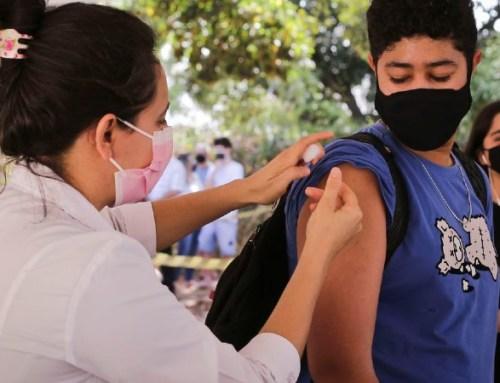 """Brasil suspende vacinação de adolescentes após """"desordem"""" em vários estados"""