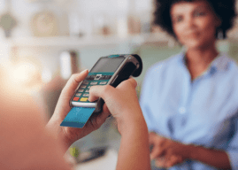 Vai passar no débito ou no crédito? As diferenças entre os meios de pagamento