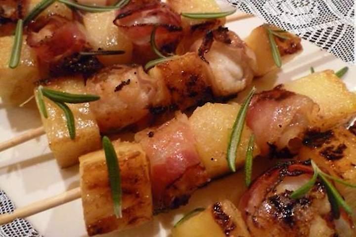 Espetinhos de Porco com Bacon e Abacaxi