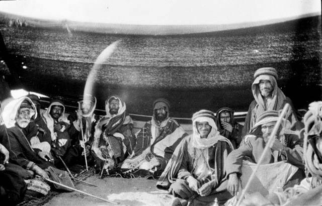 https://i1.wp.com/saudiarabesque.com/wp-content/uploads/2016/08/saudi-arabesque-traditional-sword-dance-tribesmen-old-photo.jpg