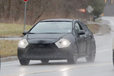 2020-toyota-corolla-spy-photos-02