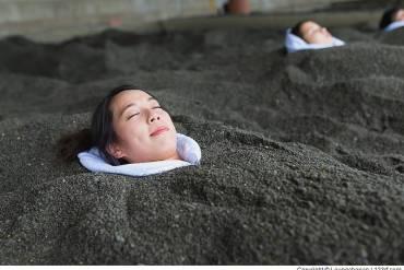 Frau genießen Surigahama Spa in Ibusuki