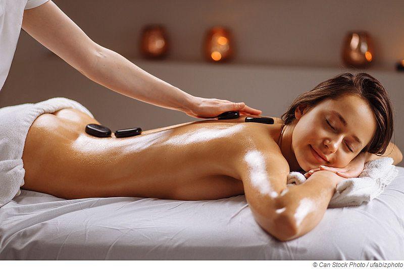 Hot Stone Massage - So entspannend ist die Massagetechnik wirklich
