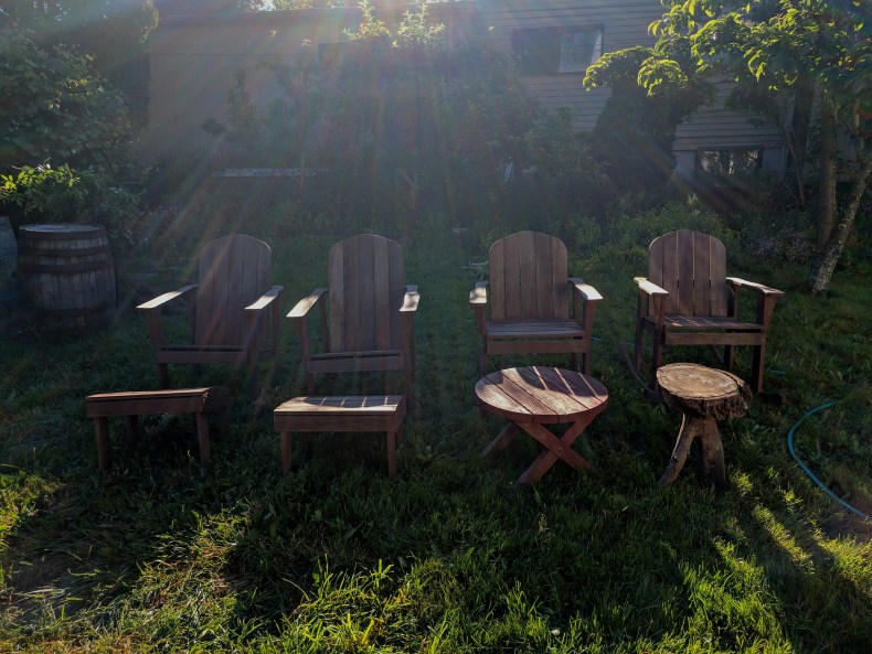 Four Chairs, signs of summer