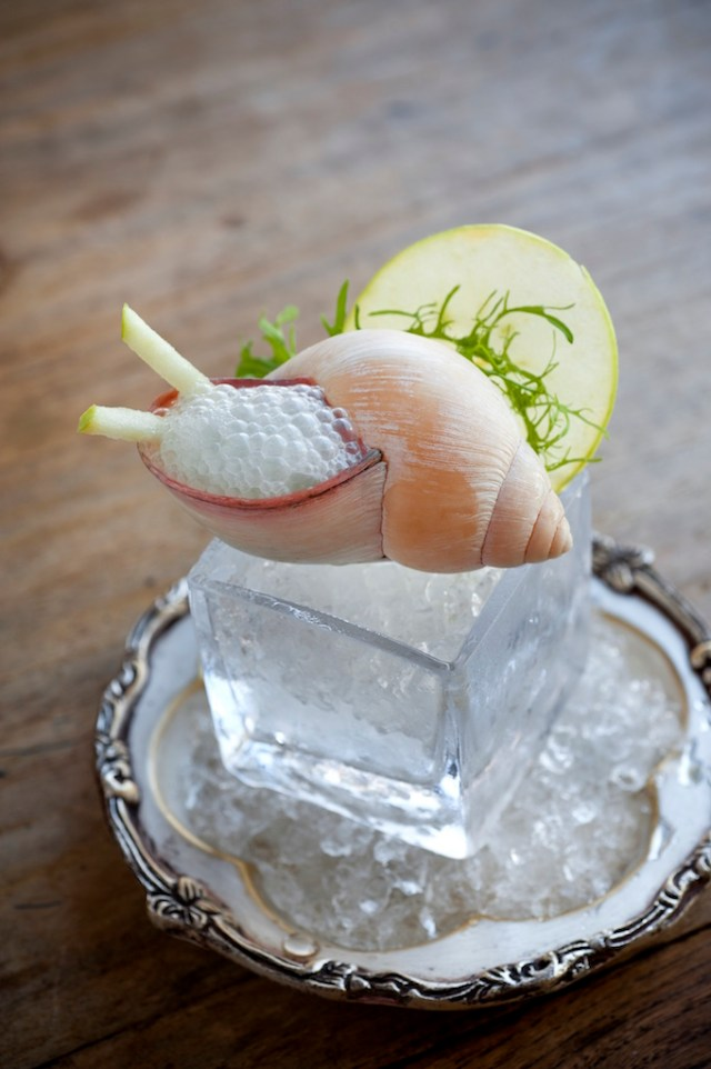 A Munkoyo cocktail, part of the Zambian Cultural Tasting Menu on Katombora Isand. Photo credit: Royal Chundu Lodge.