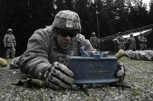 Setting up a claymore mine