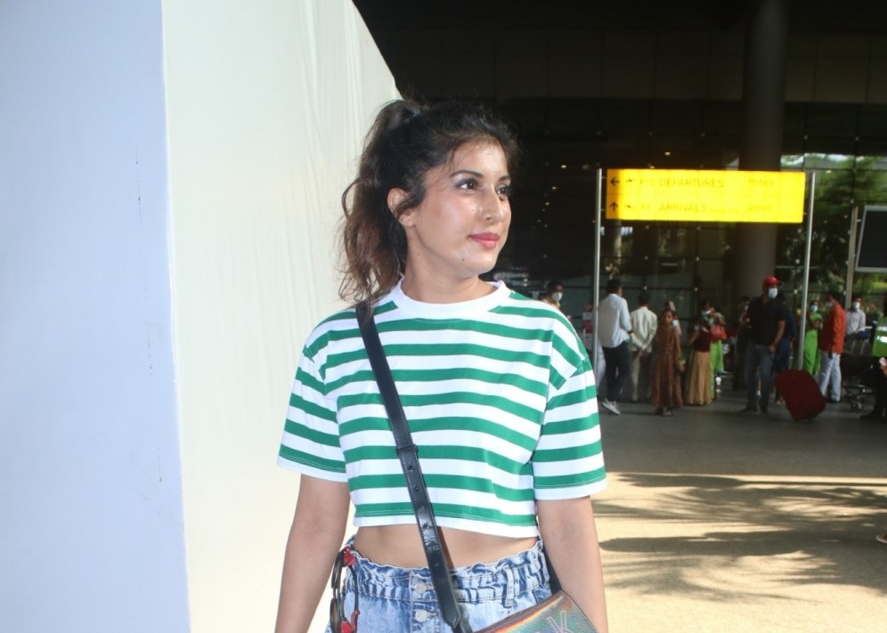 Divinaa Thackur Spotted At Airport Arrival