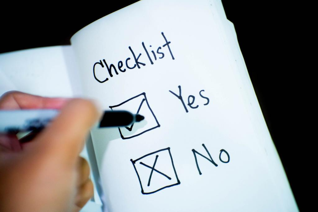 checklist Yes or No on a piece of paper-financial goals