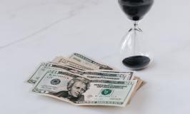 money banknote - hourglass-types of retirement accounts