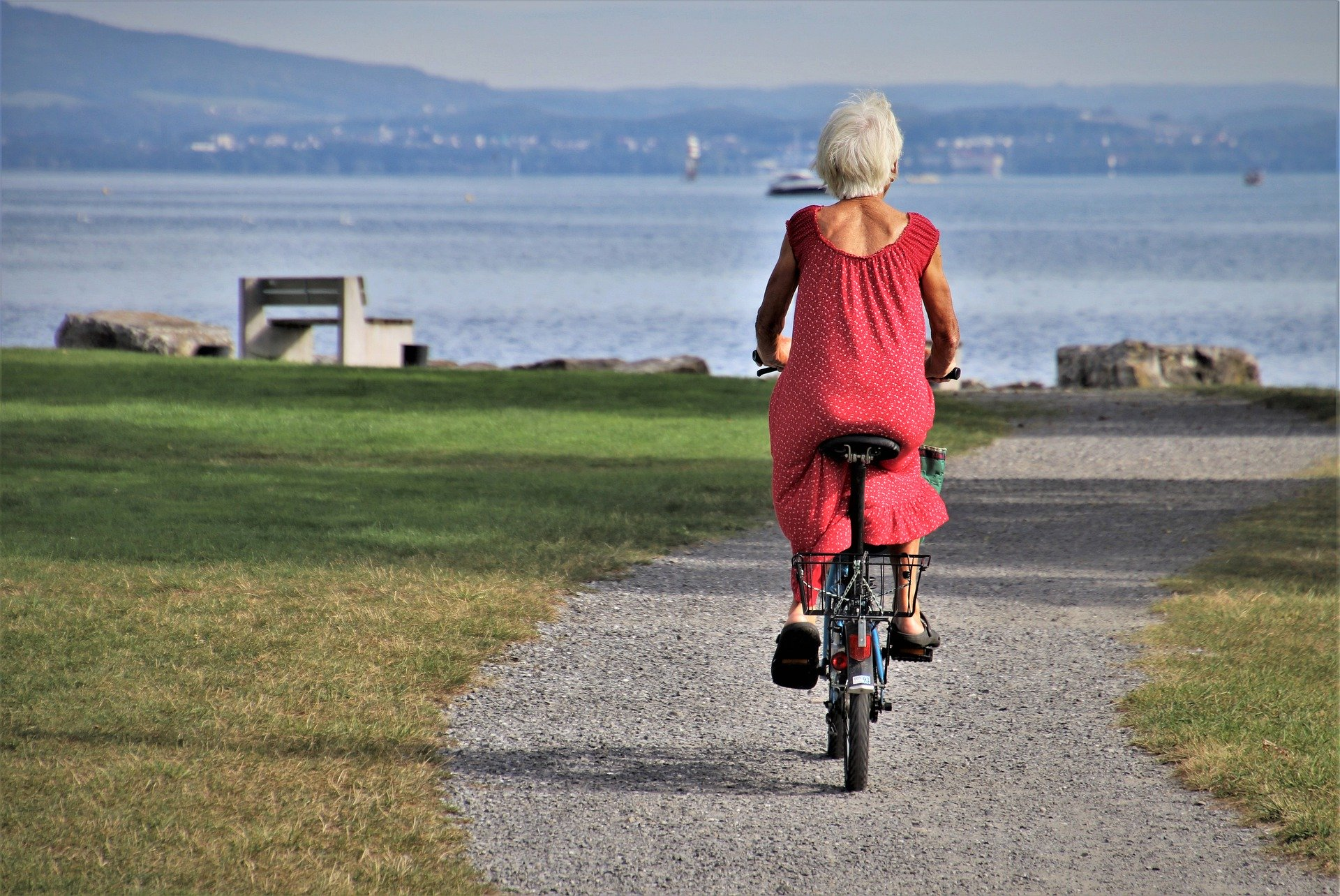 park-woman -bicycle-purpose in life in retirement