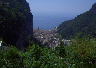 If you're planning a trip to Italy, you should definitely consider checking out the Amalfi Coast. How to get there, where to stay, things to do in the Amalfi Coast and more!