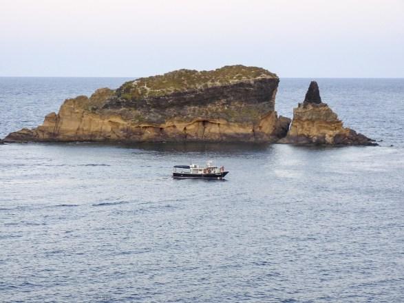 Artisanal demersal longline vessel fishing in Mediterranean