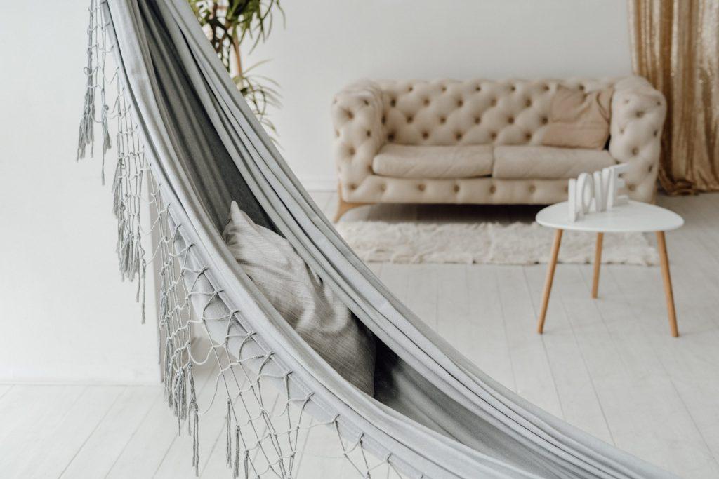 Hangmat in huis, heerlijk relaxen in de woonkamer
