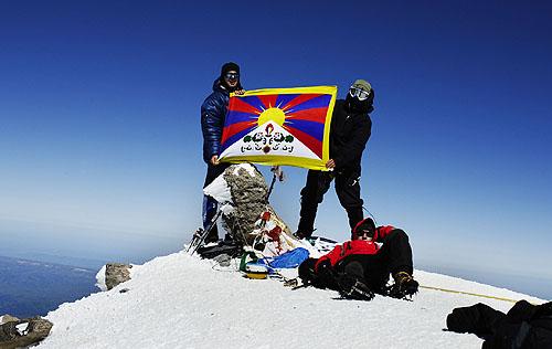Алексей Юрков и Альберт Байдаев на Зап. вершине Эльбруса