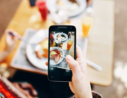 smartphone - pexels - helena lopes