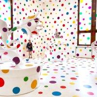 Yayoi Kusama. Un jardín de las delicias con colores psicodélicos