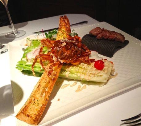 歐華 地中海牛排 牛排、凱薩沙拉、蒜味麵包、以及酥炸軟殼蟹