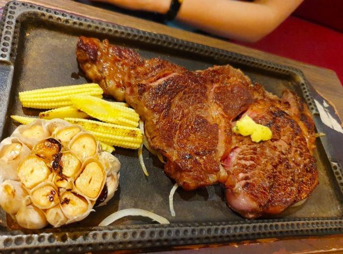 ToTsuZen Steak  肋眼牛排以及烤大蒜、溫泉蛋、玉米筍