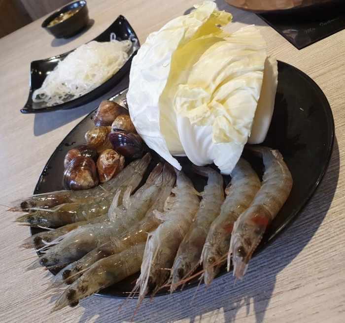 東北之家酸菜白肉鍋-海鮮與蔬菜-2
