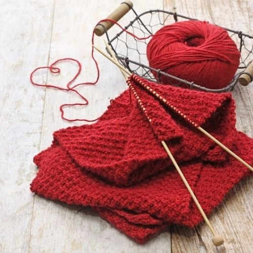 7 amazing knitting projects for beginners. Blankets, hats, dishclothes, headbands, baby slippers and more. Knit for yourself or give as gifts.