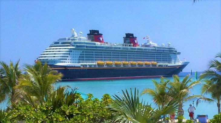 Disney cruise donates to the bahamas