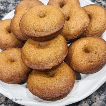 Baked Pumpkin Donuts with Powdered Sugar