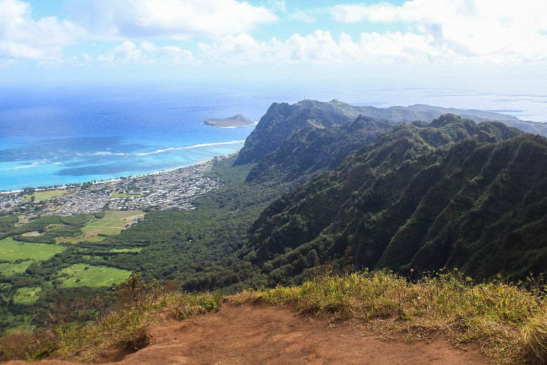 View from Kuli'ou'ou Ridge Trail facing the Southern Ko'olau Mountains