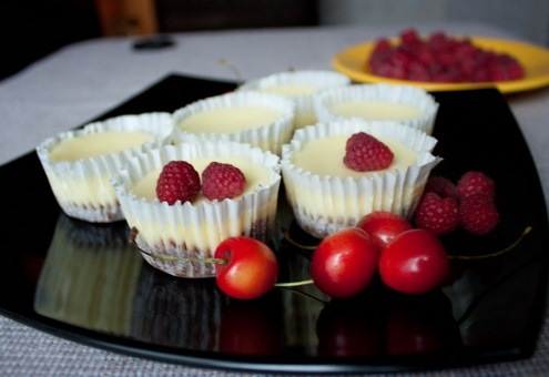 Mini cheesecake cu zmeura