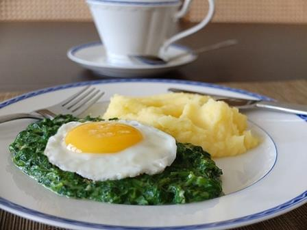 Spinach with eggs meshes