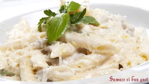 Paste cu sos de gorgonzola