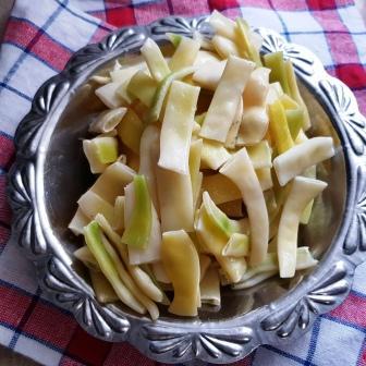 Mancare de fasole verde cu smantana si afumatura