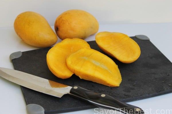 Sliced-Mangoes