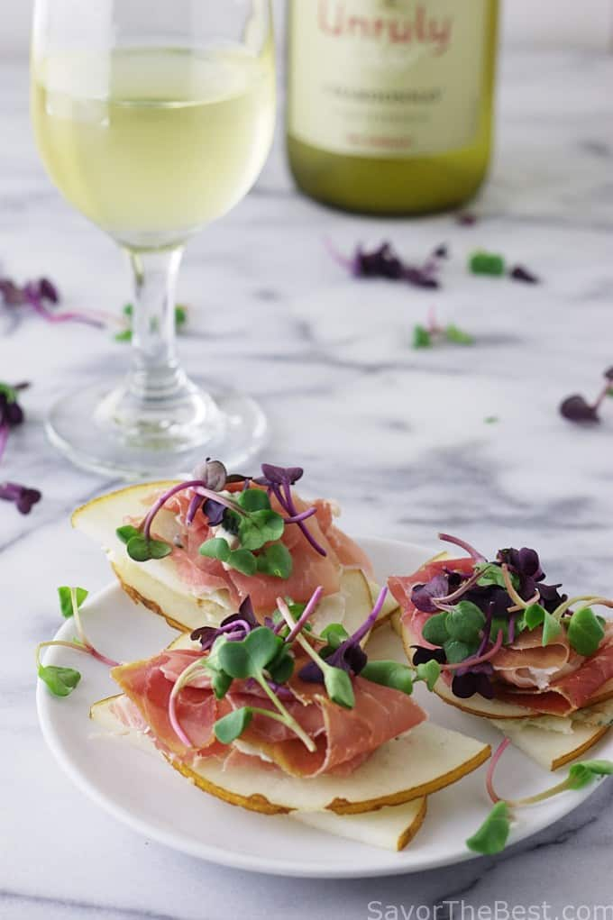 pear prosciutto appetizer with microgreens_6655