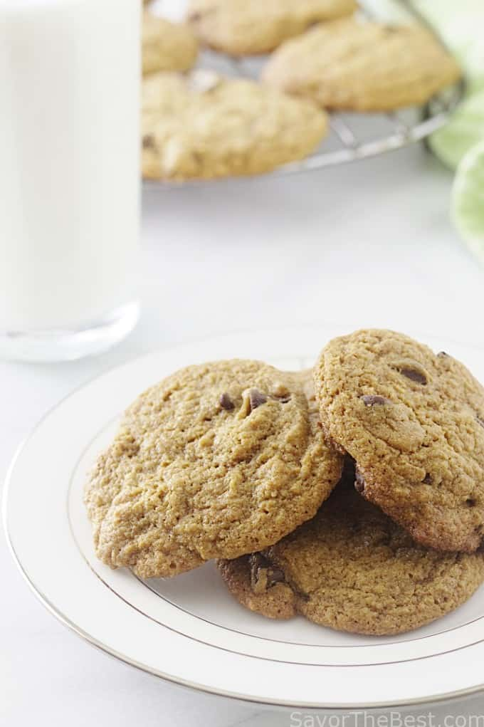 whole grain einkorn chocolate chip cookies