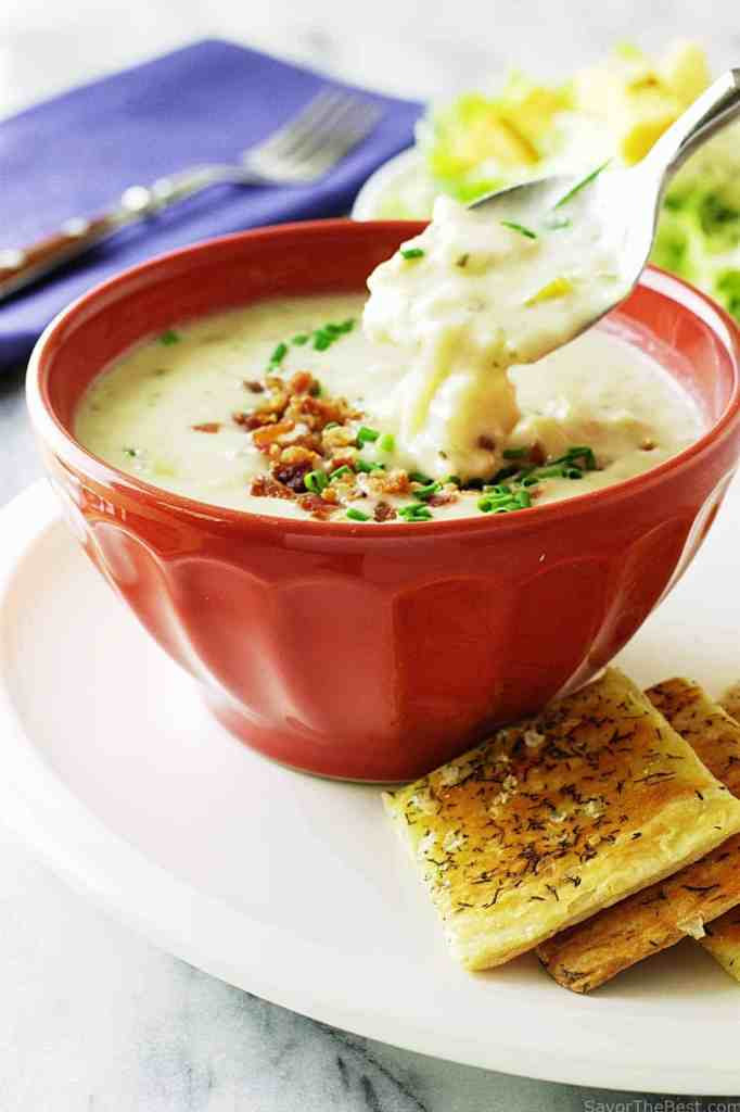 clam-chowder-with-puff-pastry-crackers_0758