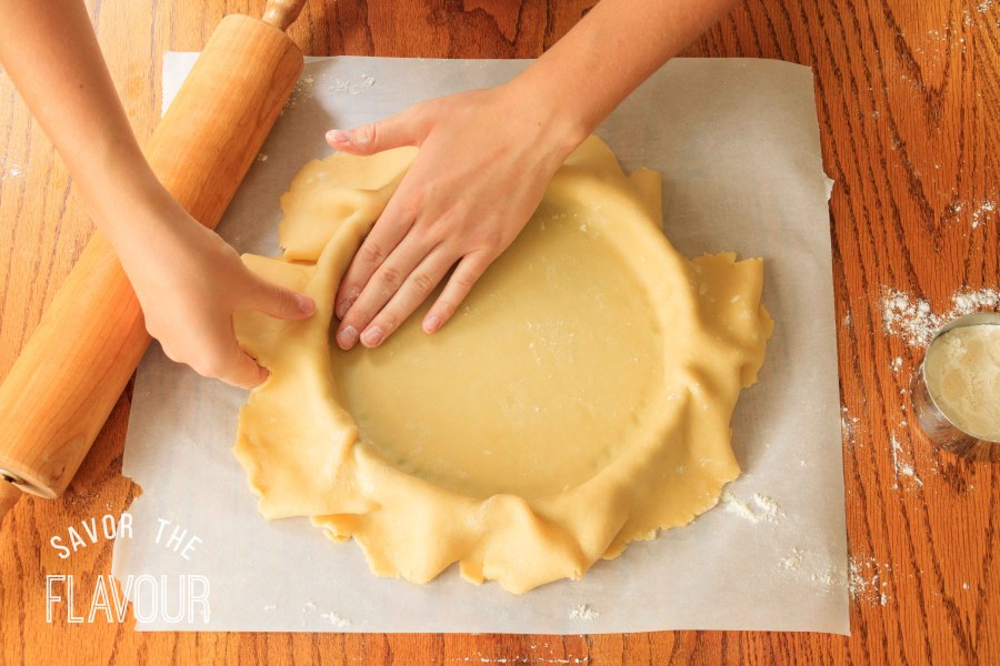 How to Line a Tart Pan: the easy way to perfectly line a loose-bottomed tart pan. | www.savortheflavour.com