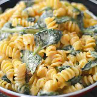 Easy to make cheesy chicken and spinach pasta
