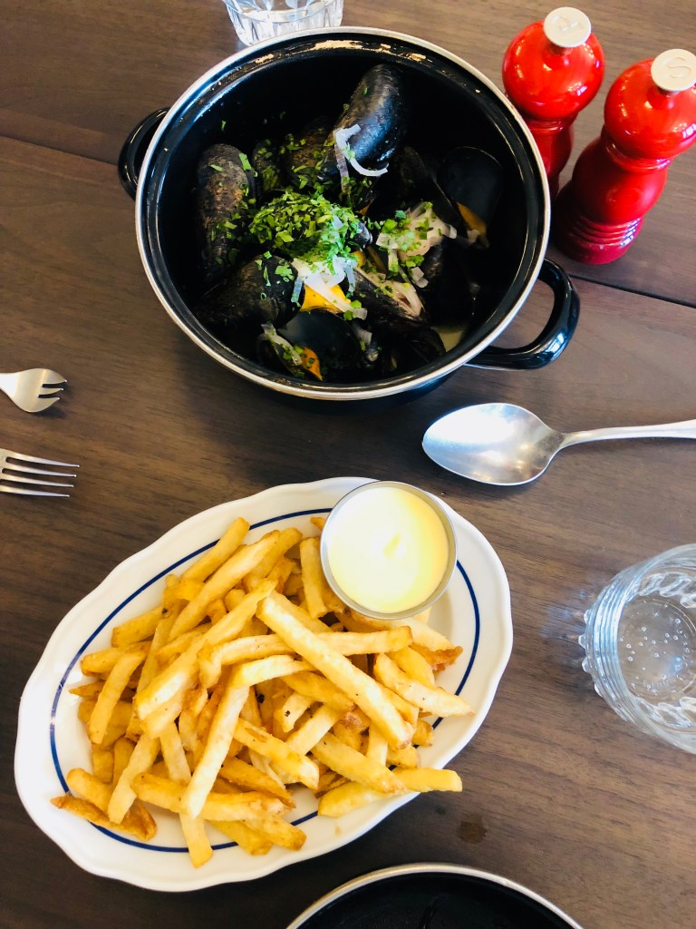 Moules et Frites - Mussels and Fries