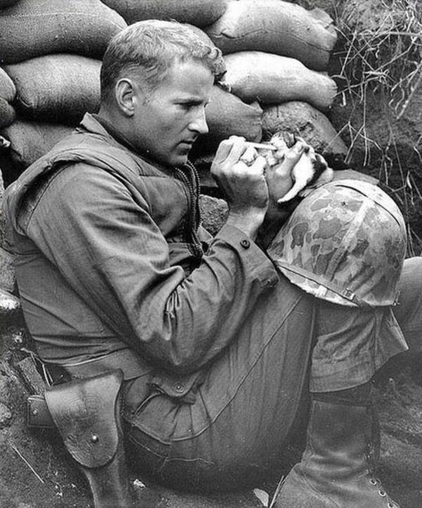vojnik-hrani-mace