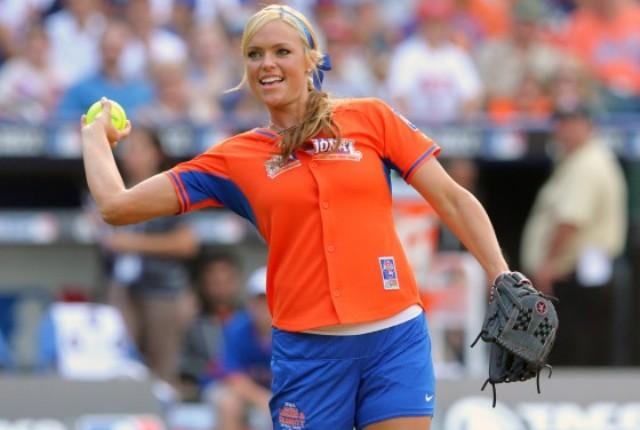 """""""Možda nosim šminku, ali verovatno igram bejzbol bolje od većine muškaraca"""" - Jennie Finch"""