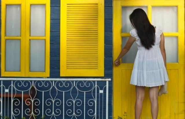 devojka-vrata