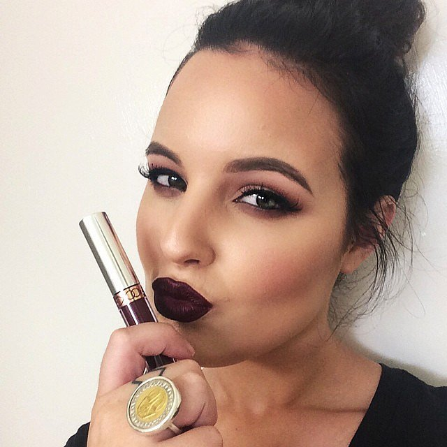 Girls-Wearing-Dark-Lipstick (3)