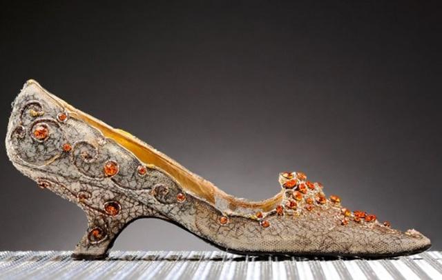 Ove vintidž Roger Vivier cipele koštaju 26. 629 dolara