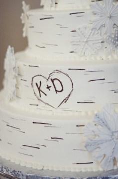 Winter Wedding Cakes We Love12