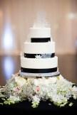 Winter Wedding Cakes We Love16