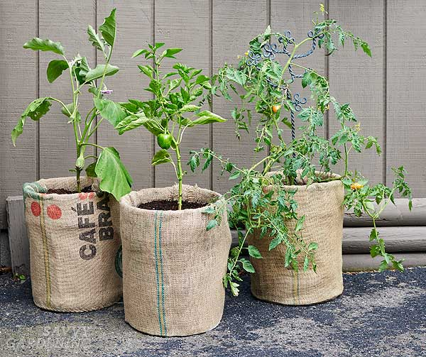 upcycling garden ideas: burlap-covered pails