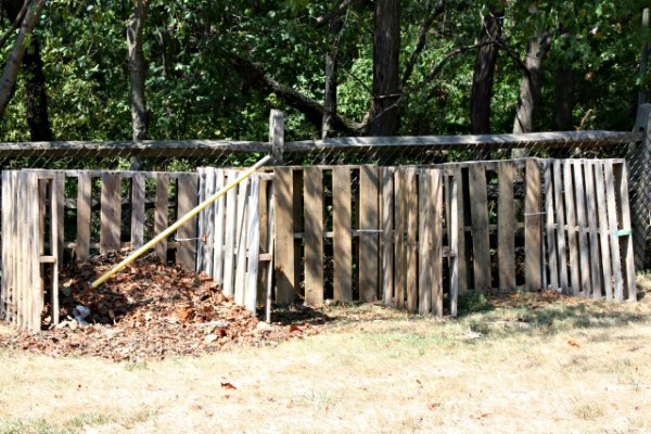Use untreated pallets to make an effective and inexpensive compost bin.